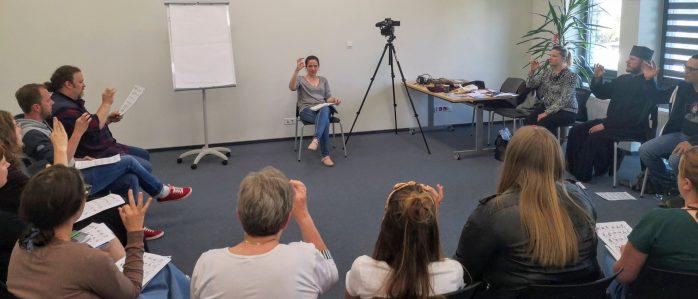 Învață limbajul semnelor la centrul cultural din Urla [FOTO]